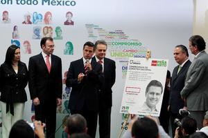 Enrique Peña Nieto firmó su cuarto compromiso de campaña  de mantener el programa Oportunidades de llegar a la Presidencia.