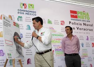 El candidato de la Coalición Compromiso por México a la Presidencia de la República, Enrique Peña Nieto se comprometió ante Notario público a mantener a la Policía Naval todo el tiempo que sea necesario.