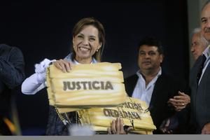 La candidata del PAN a la Presidencia de la República, Josefina Vázquez Mota, realizó un mitin con militantes y simpatizantes de su partido, en la explanada del Centro de Artes de la cuidad de Ensenada, Baja California.