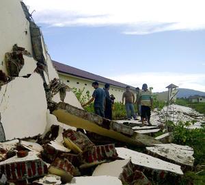 Dos fuertes terremotos generaron alertas consecutivas de tsunami en Indonesia.