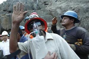 los nueve mineros fueron atendidos por personal sanitario.
