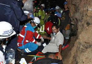 Según han informado medios locales, que han seguido el rescate en vivo, los nueve mineros fueron atendidos por personal sanitario, que decidirá su eventual ingreso en centros hospitalarios de Ica, a 38 kilómetros de distancia.