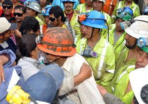 Los nueve mineros que estaban atrapados por un derrumbe en una mina de Perú desde el jueves pasado fueron rescatados hoy, en presencia del presidente del país, Ollanta Humala.