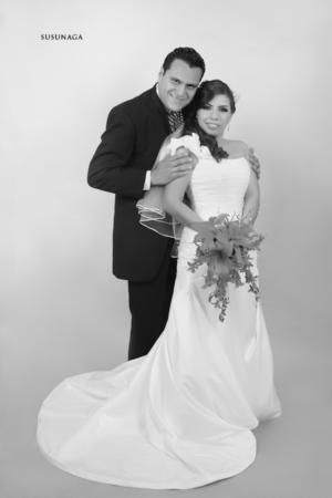 SRITA. BRENDA  López Calamaco y Sr. Luis Escamilla Susunaga el día de su boda.    Susunaga Fotografía