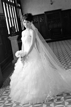 SRITA.  Karla María Moreno Rayas el día de su boda con el Sr. Jonathan Castillo Silveyra.- Benjamín Fotografía.    Benjamín Fotografía