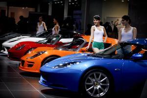 Diversos modelos, como el Mercedes-Benz SLS AMG, el Citroen DSC WRC o deportivos Lotus, son parte del Salón del Automóvil de China, que se realiza en Pekín.