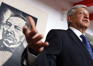 Andrés Manuel López Obrador, candidato presidencial de la coalición Movimiento Progresista, durante su conferencia de prensa matutina en su casa de campaña.