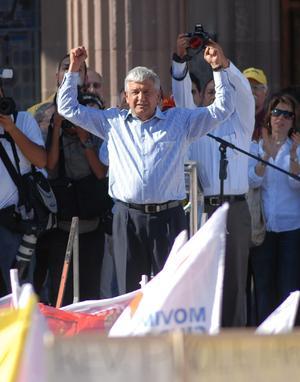 El candidato presidencial de la coalición Movimiento Progresista, Andrés Manuel López Obrador, realizó un acto de campaña en la Macroplaza de Monterrey.