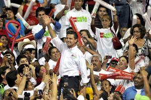 El candidato presidencial de la coalición Compromiso por México Enrique Peña Nieto, se reunió con simpatizantes en la Arena Monterrey.