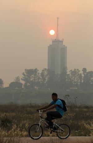 La Cruz Roja de Canatlán implementó acciones para que los menores se protejan de los humos contaminantes que genera el incendio ubicado en Potrerillos, en este municipio.