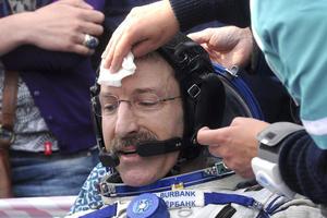 Dan Burbank, y los astronautas rusos Anton Shkaplerov y Anatoly Ivanishin aterrizaron en la estepa kazaja después de pasar cinco meses en la Estación Espacial Internacional. (EFE)