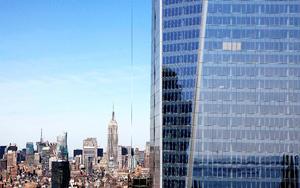 La Torre Uno del Centro Mundial del Comercio en el bajo Manhattan, conocida anteriormente como Torre de la Libertad, se convertirá en el rascacielos más alto de Nueva York.