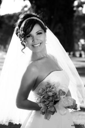 SRITA. SAMANTHA Palmira Muñoz Yáñez, el día de su boda con el Sr. Jorge Ernesto Ayup Insausti.  Estudio603