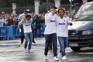José Callejon, Esteban Granero, Cristiano Ronaldo y Marcelo a su llegada a la plaza de Cibeles. (EFE)