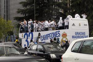 Celebran el campeonato de Liga 2011-12 conquistado a falta de dos jornadas para terminar el torneo. (EFE)