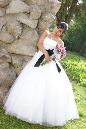 Srita. Paloma de María Ramírez Mcvey celebró sus XV años de vida con una misa de acción de gracias en la parroquia de Santa Bárbara de Dinamita, Dgo., el 25 de marzo de 2012.  Quintino Fotografía