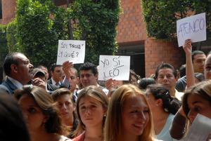 """Cuando Peña respondía, una alumna lo espetó """"¡Si eres presidente me muero... literal!"""", lo que provocó aplausos en el auditorio José Sánchez Villaseñor."""