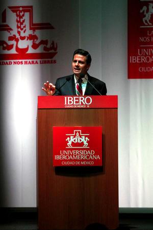 En la ronda de preguntas y respuestas entre el candidato y los estudiantes, prevalecieron las preguntas críticas a su gestión como gobernador del Estado de México.