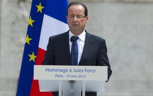 """el presidente francés, François Hollande, se presentó como """"el garante"""" de la enseñanza pública en su primer discurso en el cargo, en un homenaje al padre de la educación francesa, Jules Ferry, poco después de haber tomado posesión del cargo."""