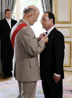 El nombramiento corrió a cargo del presidente del Consejo Constitucional, el conservador Jean-Louis Debré.