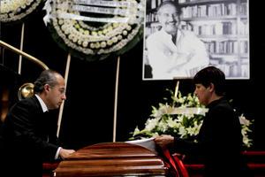"""En el acto participó el presidente mexicano, Felipe Calderón, quien dijo que Fuentes """"ha muerto para ser amado más"""" y destacó que sus obras no se irán nunca."""