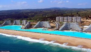 Se encuentra ubicada en el San Alfonso del Mar Resort de Chile.