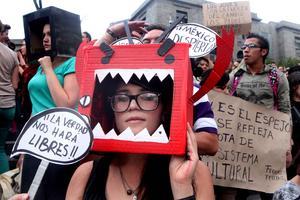 """Las manifestaciones fueron parte del movimiento ciudadano #Yosoy132, en referencia a la etiqueta de Twitter que apoya a alumnos de la Universidad Iberoamericana acusados por el PRI de """"porros"""" por protestar contra Enrique Peña Nieto."""