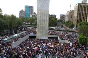 En el Día del Estudiante, universitarios de todo el país marcharon en varias ciudades para rechazar la manipulación de los medios de comunicación en el proceso electoral.