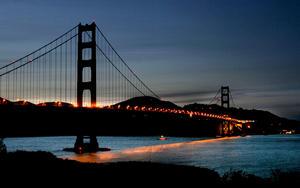 Las celebraciones del medio siglo de vida del Golden Gate pasaron a la historia por el vaivén del puente bajo el peso de unas 300,000 personas.