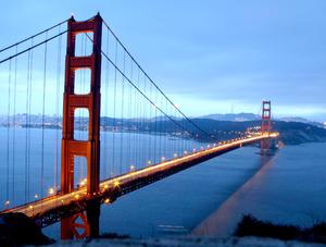 Desde que abrió en 1937, más de 2,000 millones de vehículos han cruzado el puente colgante de 2.7 kilómetros (1.7 millas) de largo nombrado en honor al estrecho Golden Gate, la entrada que separa la bahía de San Francisco del Océano Pacífico.