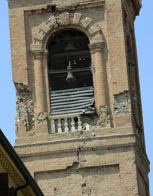 Al menos dos párrocos de antiguas iglesias de la zona que se cayeron.