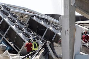 Muchas víctimas del nuevo sismo, así como el que ocurrió hace nueve días, se encontraban en el trabajo en grandes almacenes que se derrumbaron, incluso murió una persona dentro de una fábrica de maquinaria en Mirandola.
