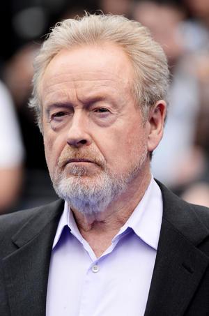 """El director Sir Ridley Scott caminó por la alfombra. """"Prometheus"""", en un sólo día ha recaudado 1,5 millones de dólares."""