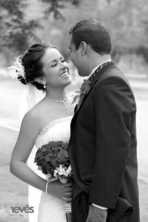 SRITA. DULCE   Arodá Salazar Luna y Sr. Jaime Rodríguez Gándara unieron sus vidas en matrimonio.  Revés Studio
