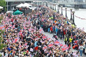 La histórica procesión fluvial, la que más barcos ha congregado en el mundo según el Libro Guinness de los récords, quedó un tanto deslucida por una lluvia que en un principio dio una tregua, pero se intensificó según pasaron las horas.