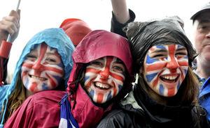 Londinenses pintaron sus caras con los colores de la bandera británica.