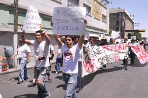 """a lo largo de toda la manifestación se registraron por lo menos 900 simpatizantes de """"Yo soy 132"""" desde Lerdo hasta Torreón."""