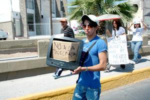 En la manifestación se criticó la cobertura de los medios audiovisuales hacia el candidato Enrique Peña Nieto.