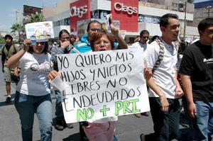 """""""Soy una madre de familia, una mujer más que se cansó de tanta corrupción y violencia"""", gritó una participante de la segunda marcha de """"Yo soy 132""""."""