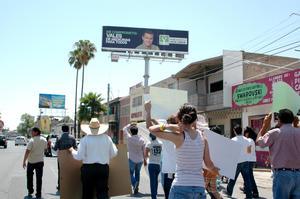 Al arribar a Torreón los inconformes desviaron su paso del Paseo Colón, se tomaron vialidades como la Presidente Carranza.