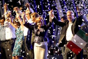 La candidata presidencial del PAN, Josefina Vázquez Mota, dijo que está feliz porque los primeros sondeos de opinión la declaran ganadora del segundo debate entre los abanderados a la Presidencia de la República.