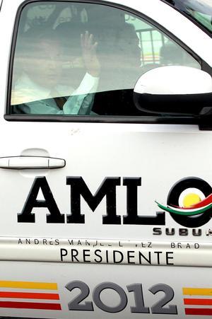 En punto de las 19:25 horas el candidato presidencial de la coalición Movimiento Progresista, Andrés Manuel López Obrador arribó a la Expo Guadalajara, sede de segundo debate organizado por el IFE.