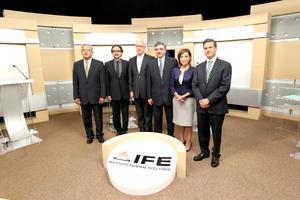 Los candidatos a la Presidencia de la República debatieron por segunda vez en un encuentro marcado por críticas de la panista Josefina Vázquez Mota contra sus rivales, que entre ellos apenas intercambiaron ataques.