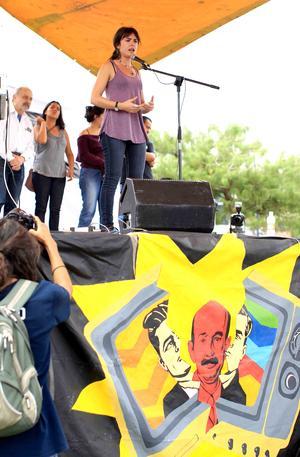 La representante de la Federación de Estudiantes de Chile, mencionó que en Latinoamérica se levantan grandes movimientos sociales que ponen en jaque al sistema, pero luego se repliegan porque no saben cómo avanzar.