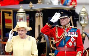 La tradicional ceremonia, que cada año es seguida a través de la televisión en Reino Unido por miles de personas, se realizó con precisión militar, sin contratiempos y en un inusual día de verano sin lluvia, aunque con mucho viento.