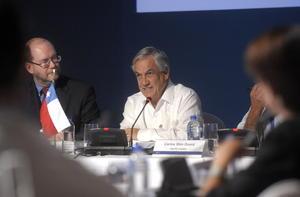 La apertura comercial es la mejor receta que tiene los países para enfrentar tiempos de crisis, pues a la larga el proteccionismo es una quimera que termina desprotegiéndolos, sostuvo el presidente de Chile, Sebastián Piñera.
