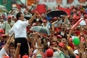 Exhortó a sus seguidores a no aflojar el paso y seguir impulsando las propuestas de los candidatos del PRI que sacarán al país de la crisis que enfrenta.