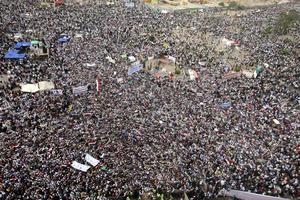 Tras 18 días de protestas incesantes por una abrumadora mayoría de la población, Hosni Mubarak, el único presidente que han conocido dos generaciones de egipcios, se vio obligado a dimitir el cargo que ocupó a lo largo de las últimas tres décadas.