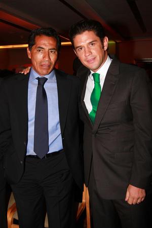 Benjamín Galindo y Alejandro Irarragorri llegaron a la ceremonia en representación del Santos Laguna. (Jam Media)