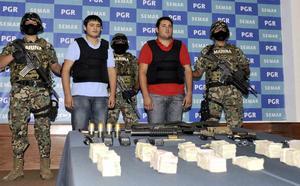 Al momento de su captura por fuerzas especiales de la Armada de México, Guzmán Salazar estaba acompañado por Kevin Daniel Beltrán Ríos, de 19 años, presunto colaborador e integrante del cártel de Sinaloa.
